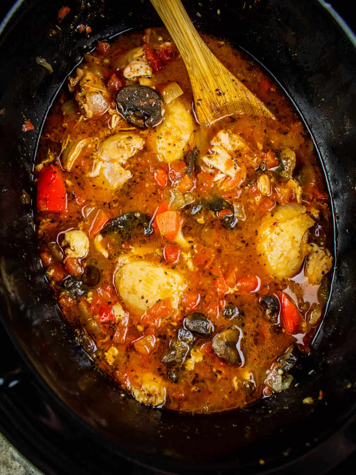 cooked chicken cacciatore in a slow cooker